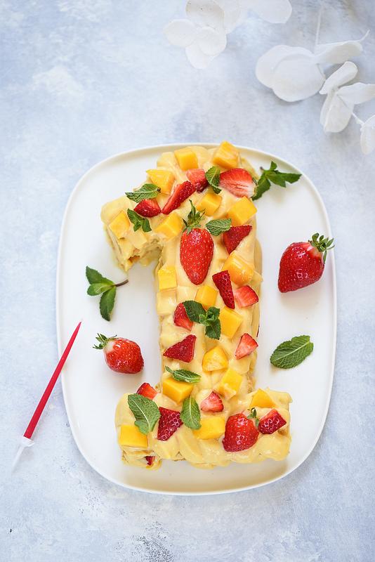Gâteau chiffre au fruit de la passion, mangue et fraises (sans gluten)