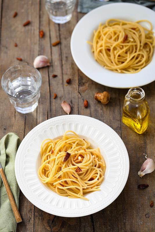 Spaghetti aglio, olio e peperoncino recette italienne facile trois ingrédients