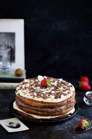 Gâteau italien à étages crème pâtissière chocolat