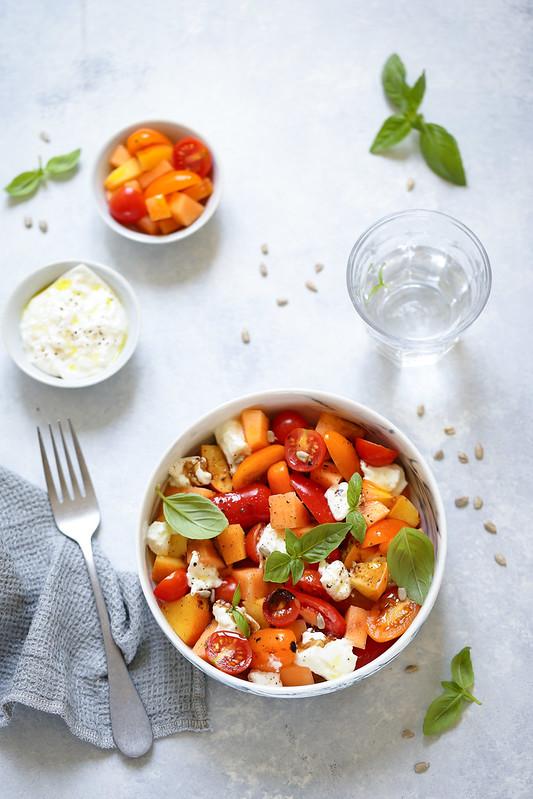 Salade tomates, pêches, melon et burrata - Recette - Un déjeuner de soleil