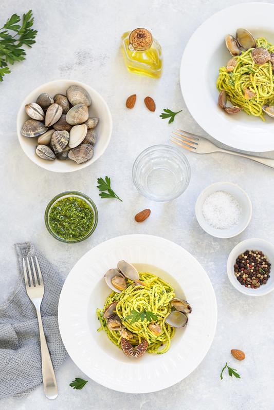 Spaghetti alle vongole et pesto de persil recette italienne