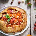 Tarte rustique abricots noisettes