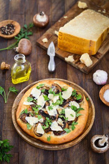 Pizza champignons mozzarella parmesan recette facile