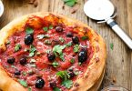 Pizza sauce puttanesca tomates olives recette facile