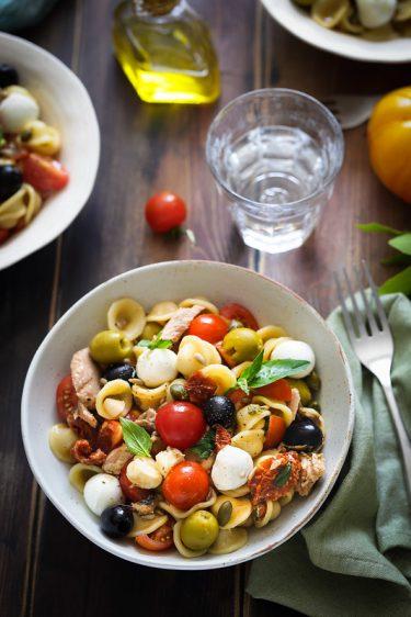 Salade pates italienne tomates mozzarella olives thon